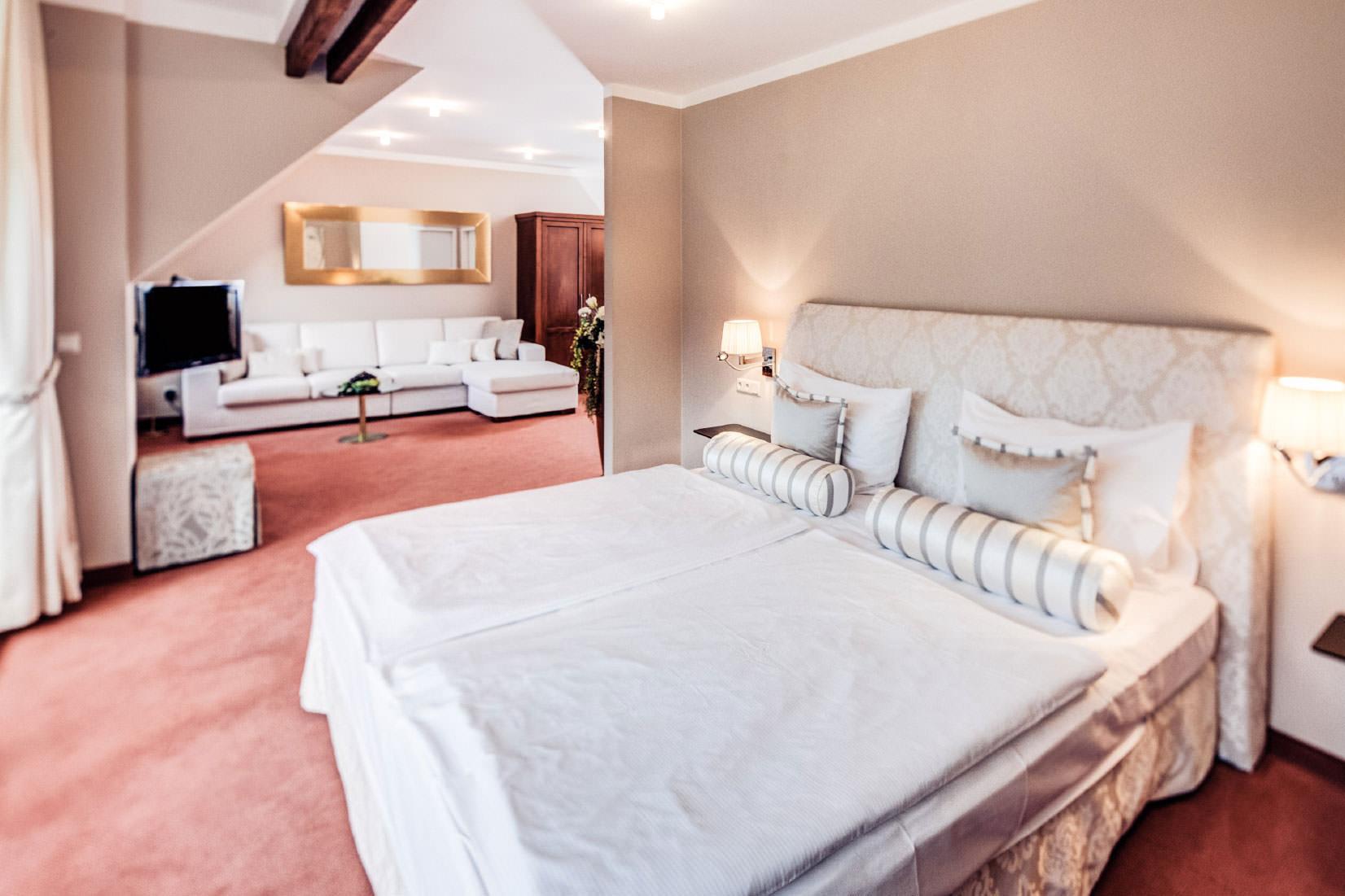 wohnen tagen leben in gumpoldskirchen hotel turmhof de. Black Bedroom Furniture Sets. Home Design Ideas